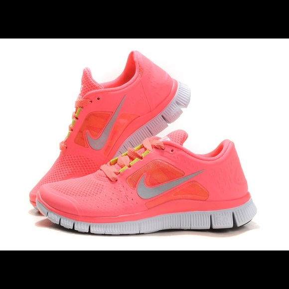 big sale 0dd9d 616bb peach and neon green accents Nike free run 3, 5.0.  M 5b14611aa31c339bb036dc93